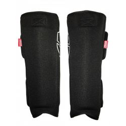 SHIELD PROTECTIVES SHIN PADS MED